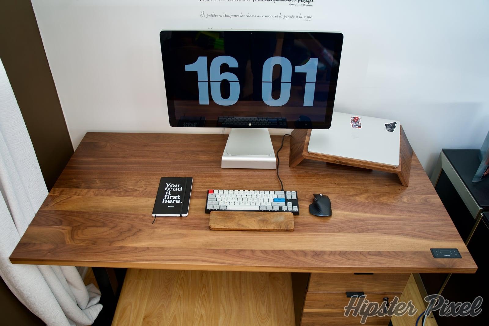ergonofis sway sit stand desk review 039 c - ergonofis Sway, un bureau assis-debout en noyer massif avec du panache [Test]