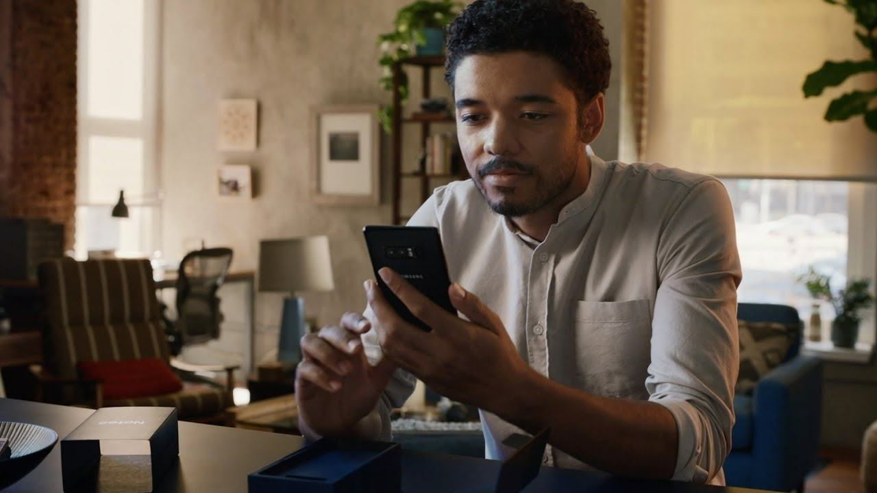 Samsung Takes Shots at Apple in Commercial