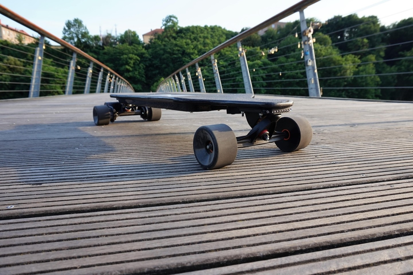 Tinboard, an Affordable Electric Longboard That Can Do Off-Road